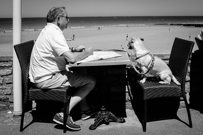 Tête-à-tête in Arromanche, Normandy. ©Valérie Jardin