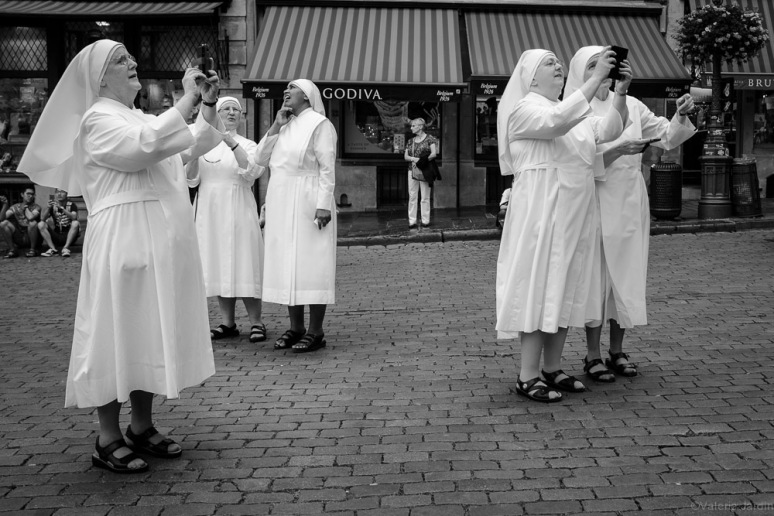 ©Valerie Jardin - high tech nuns-1