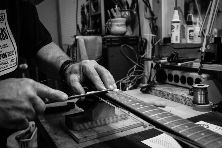 ©Valérie Jardin - St Paul guitar repair -1