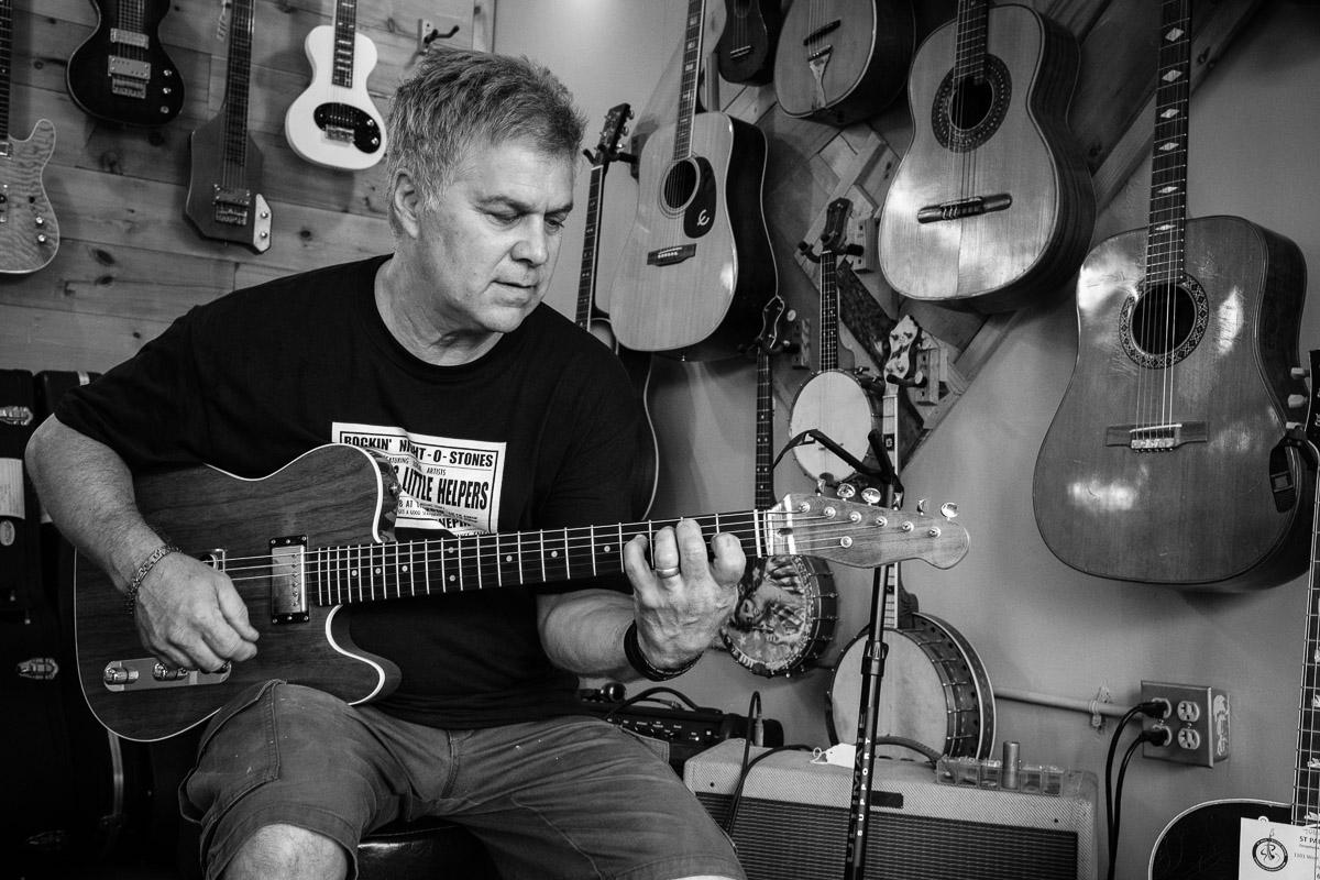 ©Valérie Jardin - St Paul guitar repair -10