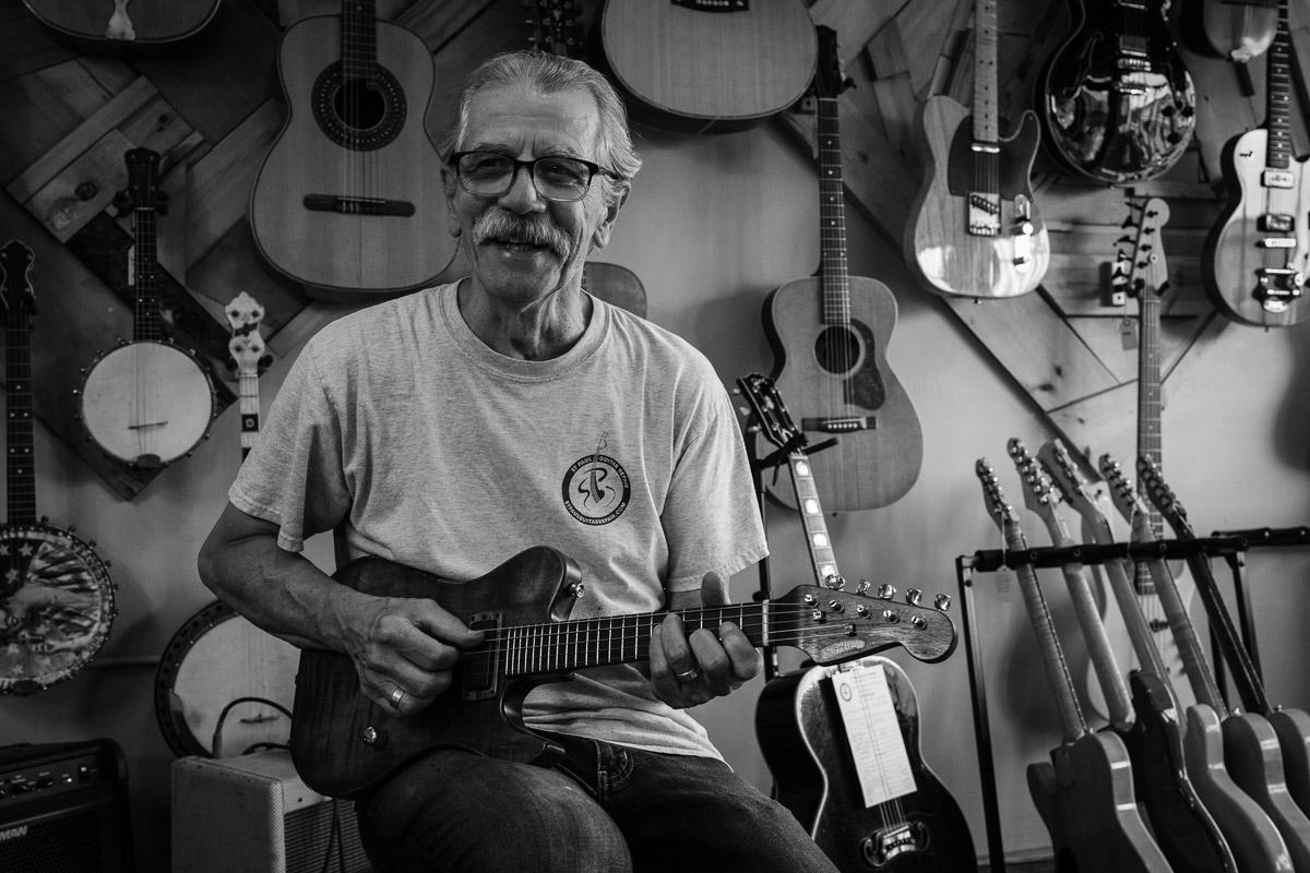 ©Valérie Jardin - St Paul guitar repair -23