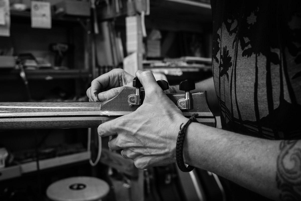 ©Valérie Jardin - St Paul guitar repair -4