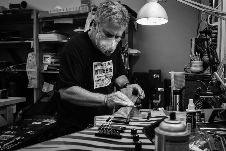 ©Valérie Jardin - St Paul guitar repair -7