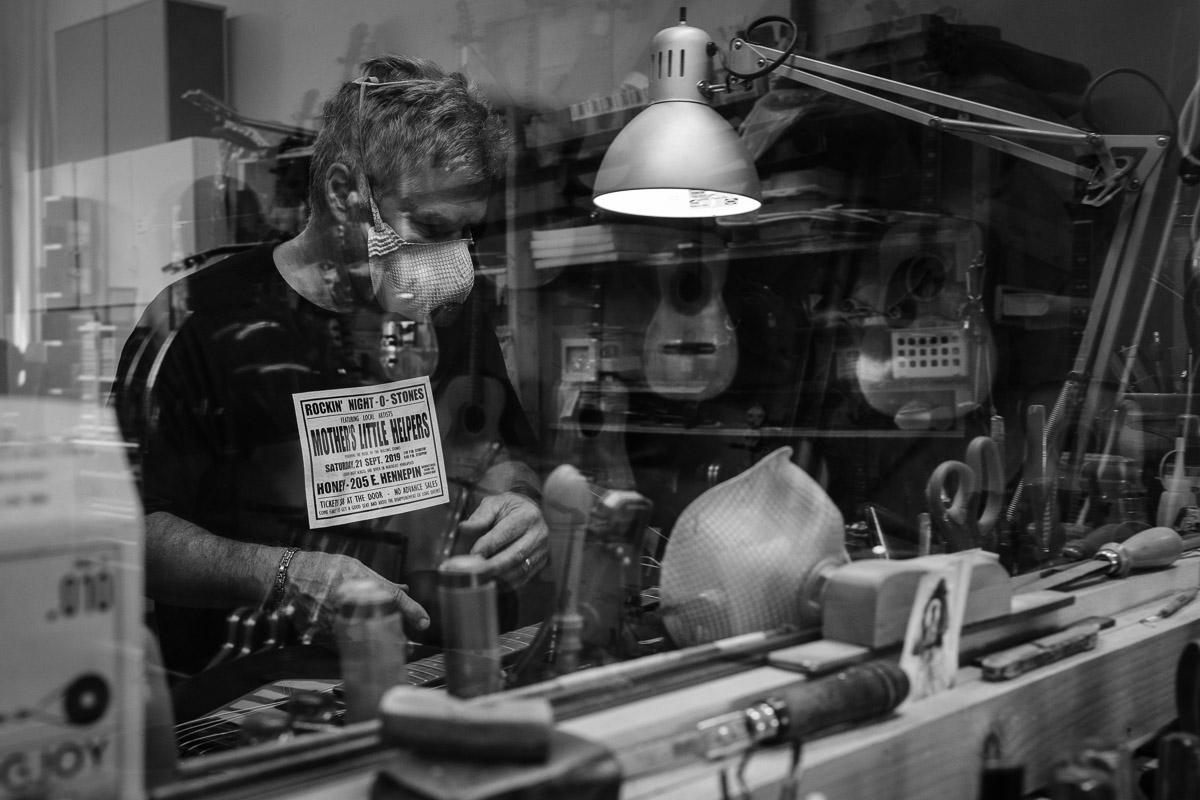 ©Valérie Jardin - St Paul guitar repair -8